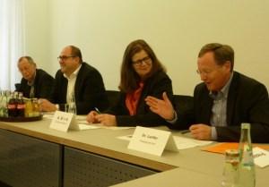 v.l.n.r.: J. Elsen (Ordnungsamt), T. Egger (Ordnungsdezernent), A. Birk (Bürgermeisterin), Dr. Lanfer (Presseamt)