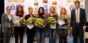 Die Projektverantwortlichen Madeline Huke (1.v.l) und Jan-Hendrik Mons (1.v.r) mit den Siegern in der Gesamtwertung der Frauen. Foto: Bitburger/Funkbild