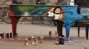 Graffiti-Klavier - Flügel gestalten - Kunstaktion - Quattropole - 5VIER
