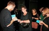 Lars Ruppel verkauft seine Bücher.TuFa Trier. Poetry Slam Landesmeisterschaft RLP 2014. Eröffnungsgala. - 5VIER