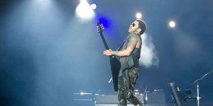 Lenny Kravitz bei einem Auftritt 2012 - 5VIER