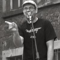 Matthias Klass steht unter anderem am Samstagabend beim ersten Slam nach der Sommerpause in Trier auf der Bühne. Foto: Kultur Raum Trier - 5VIER