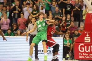 Kaum etwas gegen die Bamberger Verteidigung entgegenzusetzen: Marko Lukovic und Kollegen. Foto: Thewalt