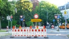 Klar und deutlich am Ende der Bruchhausenstraße: Umleitung nach rechts in Richtung Porta.