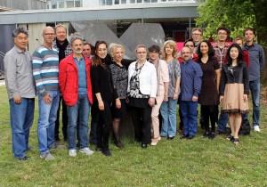 Opernchor mit Direktorin Angela Händel (Bildmitte).
