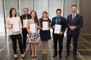 Das Foto zeigt (von links) Karina Gansen, Lucas Pauly, Sabrina Jung, Jasmin Riorgis, Tobias Schwarz und Aaron Braun. Foto: IHK Trier