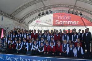 Trierer Sängerknaben und Wiesbadener Knabenchor bei der Eröffnung der Sonntagsmatineen 2016 auf dem Brunnenhof - 5VIER