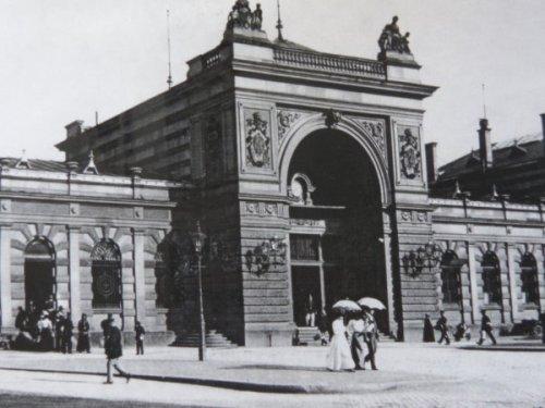 Trierer Hauptbahnhof 1901, Foto: Stadtarchiv Trier, Bernhard Simon: Ein Rundgang durch das alte Trier, Hamburg 1999