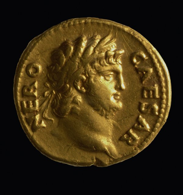 """Zum letzten Mal der """"Superstar"""" in unserem Programm: Kaiser Nero auf einer seiner Goldmünzen (Aufnahme: GDKE-Rheinisches Landesmuseum Trier, Thomas Zühmer)"""