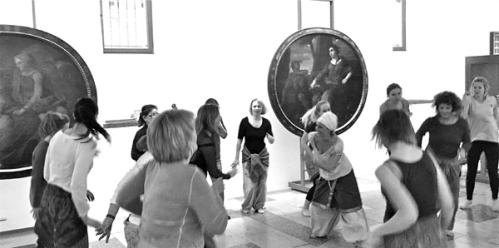 Yoga im Museum mit Sarasvati Devi © Stadtmuseum Simeonstift Trier