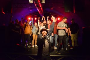 Damion Davis lebt HipHop und bringt die Energie nicht nur auf der Bühne. Foto: 5vier.de / Manuel Maus