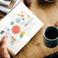 Ressourcen wie das Gründungsbüro Trier und Tools wie das Business Model Canvas helfen bei der Konzeption des Unternehmens.  (Quelle: Pexels)  - 5VIER
