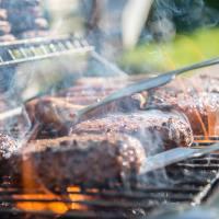 Beispielbild Fleisch auf Grill Bild: pexels.com - 5VIER