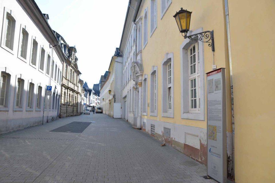 Info-Stelen zur alten Universität Trier.