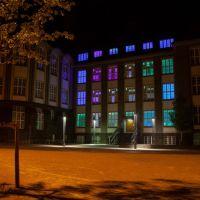 STAY SAFE – Kreatives Leuchtzeichen am Paulusplatz