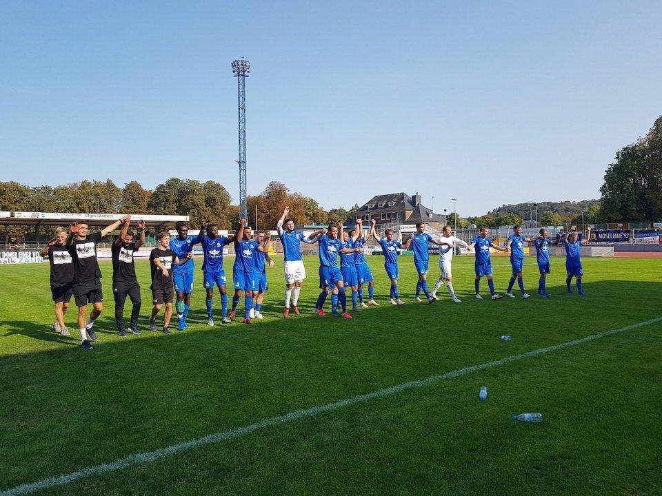 Eintracht Trier feiert Sieg - Foto: André Mergener