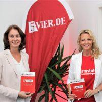 Katarina Barley mit Sonja Storz in der 5VIER-Redaktion