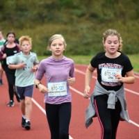 Unterstufenschülerinnen und -schüler legen erfolgreich ihr Laufabzeichen ab Foto: Thomas Oeffling