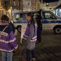 Auf dem Hauptmarkt stehen Seelsorger und Polizei zu Verfügung. Foto: Polizei Trier