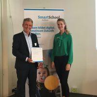 """Dr. Michael Schäfer bei der Verleihung des Preises """"Smart School"""" durch bitkom. Bildquelle: privat"""