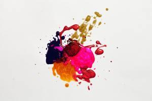 Das Foto zeigt einen Farbkleks aus blau,gelb,lila und rosa. - Foto von Free Creative Stuff von Pexels