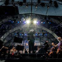 Das Philharmonische Orchester der Stadt Trier gibt in diesem Jahr wieder ihr Picknick-Konzert vor der Porta Nigra. Bildquelle: photogroove