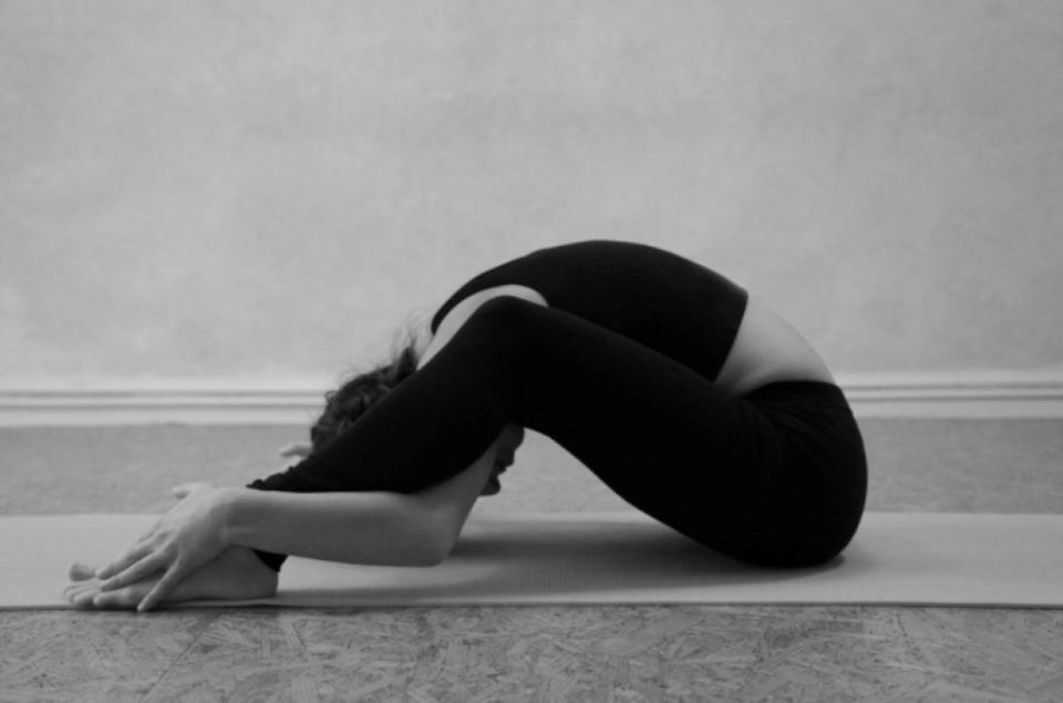 "Der Workshop ""Yoga & Klangschale"" findet am 03. April statt. Bildquelle: Julie Schröll"