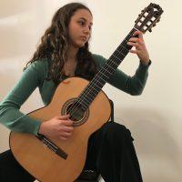 Die Gitarristin Liv Schwickerath aus Trier gewann für die Karl-Berg-Musikschule den ersten Preis und geht nun außerdem beim Bundeswettbewerb an den Start. Foto: Karl-Berg-Musikschule