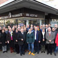 Die Landesarbeitsgemeinschaft der Gedenkstätten und Erinnerungsinitiativen zur NS-Zeit hier vor dem Haus des Erinnerns in Mainz. Bildquelle: LAG