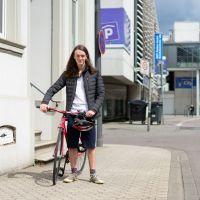 Louis Schiffhauer vor dem Jugendparlament in der Zuckerbergstraße. Bildrechte: 5vier.de/Frederik Herrmann.
