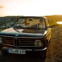 Das Bild zeigt Franco Piccolini und Luigi Ferrari im Auto. Foto: Franco Piccolini