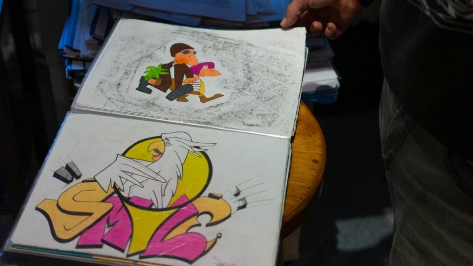 Tom Cartus gibt Einblicke in sein Skizzenheft. Foto: Frederik Herrmann - 5vier.de