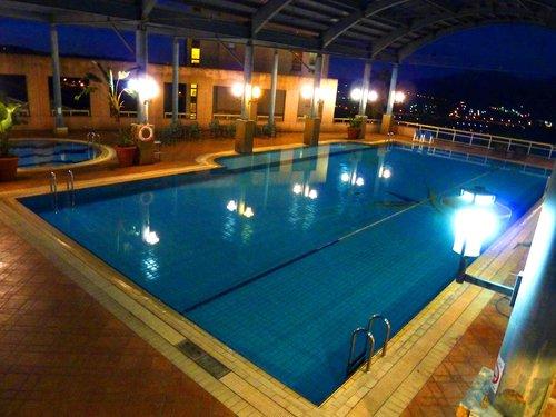 別館 可 與 福華 石門 別館 共用 佔地 二千 坪 的 休閒 會館 水鄉 俱樂部 設施 可 優惠 付費 使用