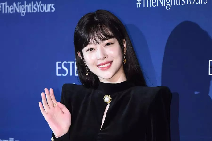 """Sulli In Talks To Star In Second Series Of """"Persona"""" Following IU"""