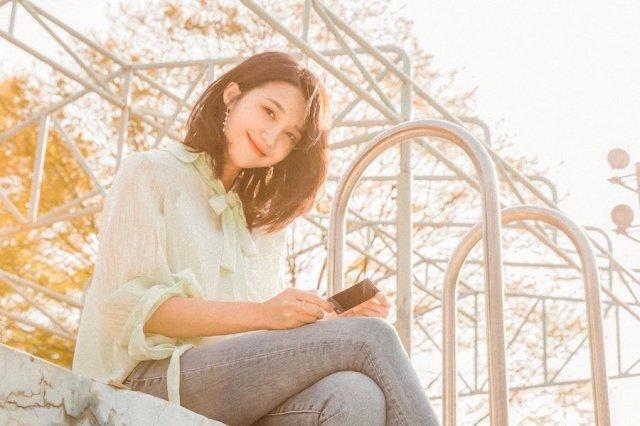 Apink's Jung Eun Ji Announces Upcoming Duet