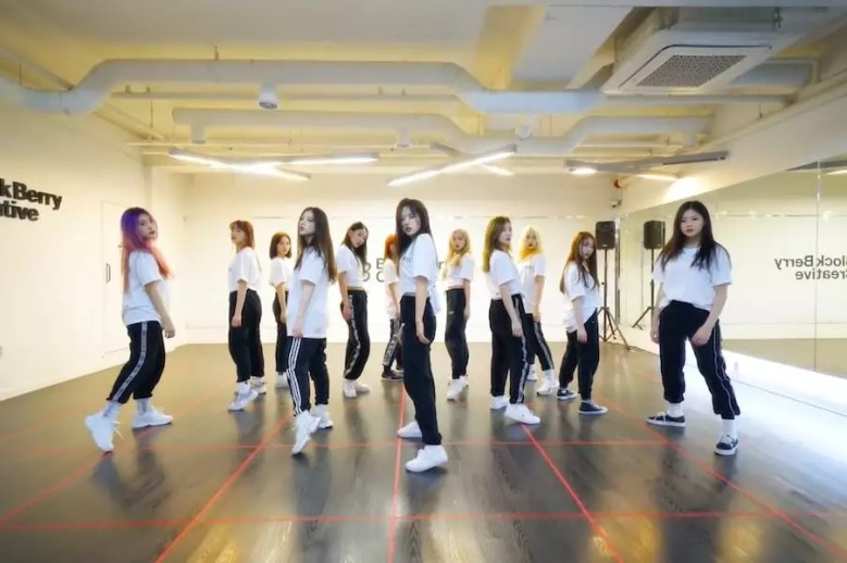 "Watch: LOONA Burns It Up As They Cover BTS's ""Fire"""