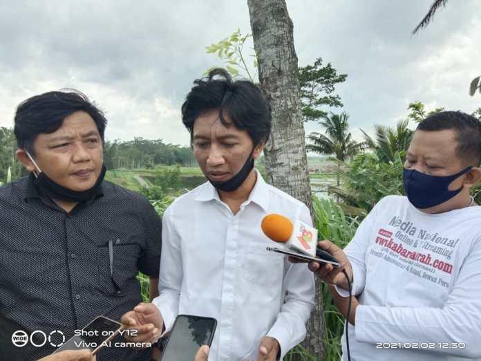 Ketua Komisi III DPRD Kabupaten Blitar Sugianto, Saat Diwawancarai Awak Media di Lokasi Sidak