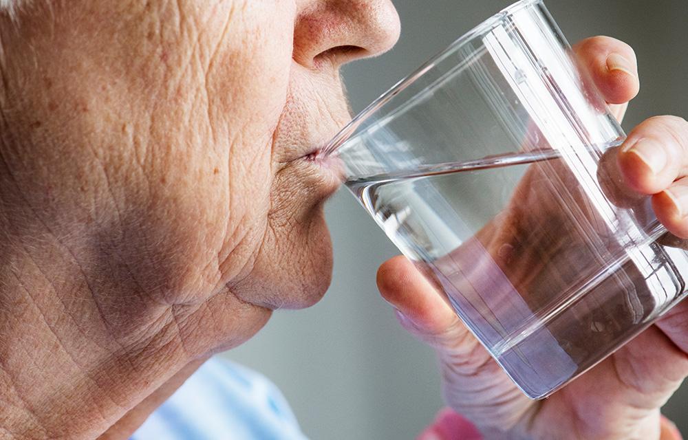 Benefícios da água para pele 60mais