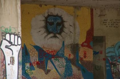 Streetart in Mostar: godlike figure and a fist
