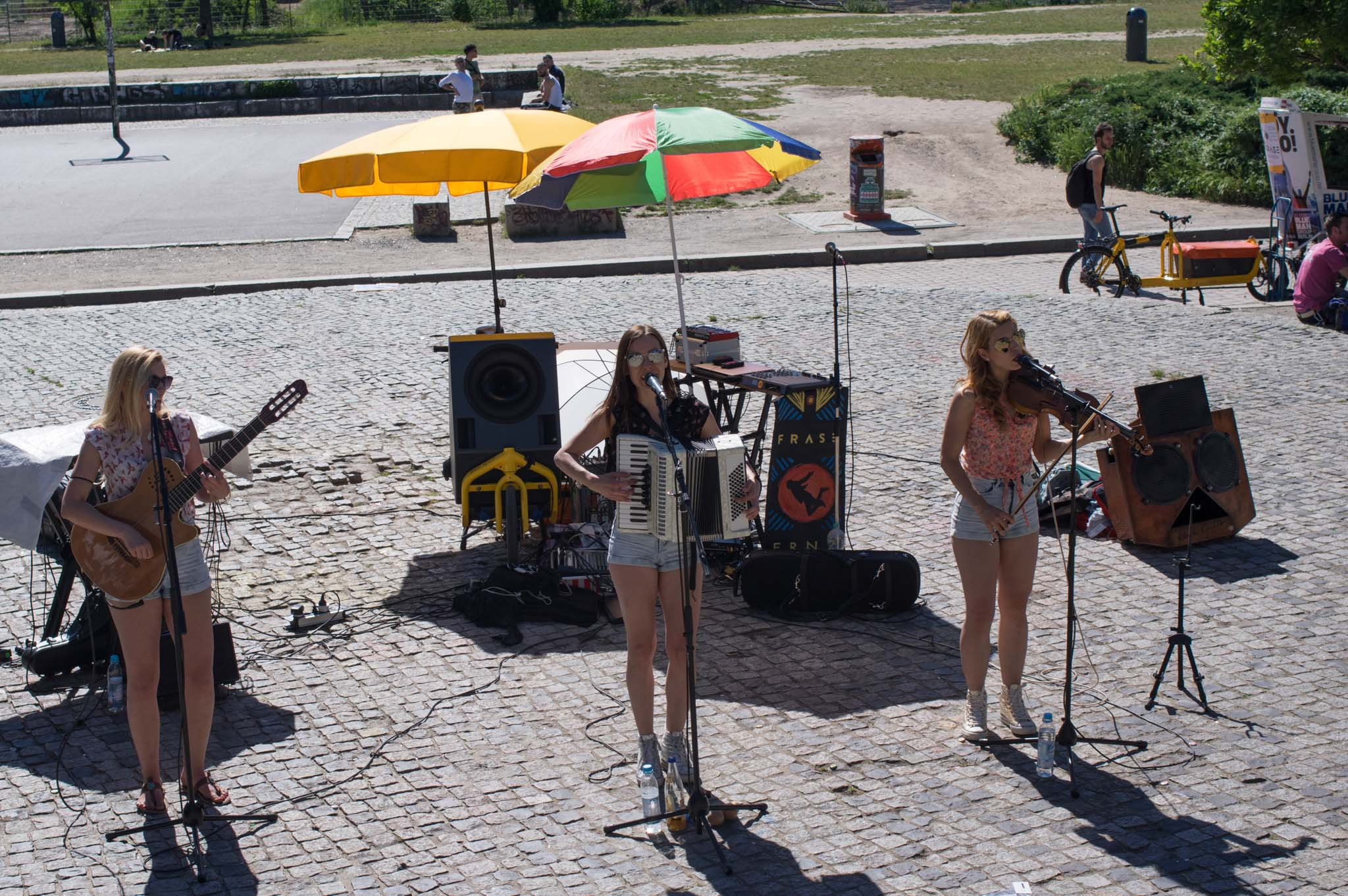 The Priester Sisters are an all-girls band from Slovakia with the classic instrumentation of accordion, violin and guitar, accompanied with 3-voice harmonies.
