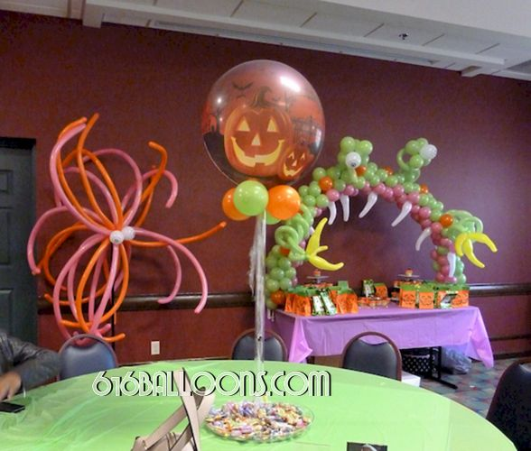 Halloween centerpiece, column & table arch balloon sculpture by 616Balloons.com Grand Rapids, Mi. Premium balloon art & decor. Corporate events, private parties..