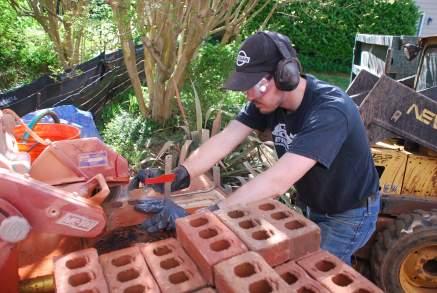 Cutting bricks thin with wet saw