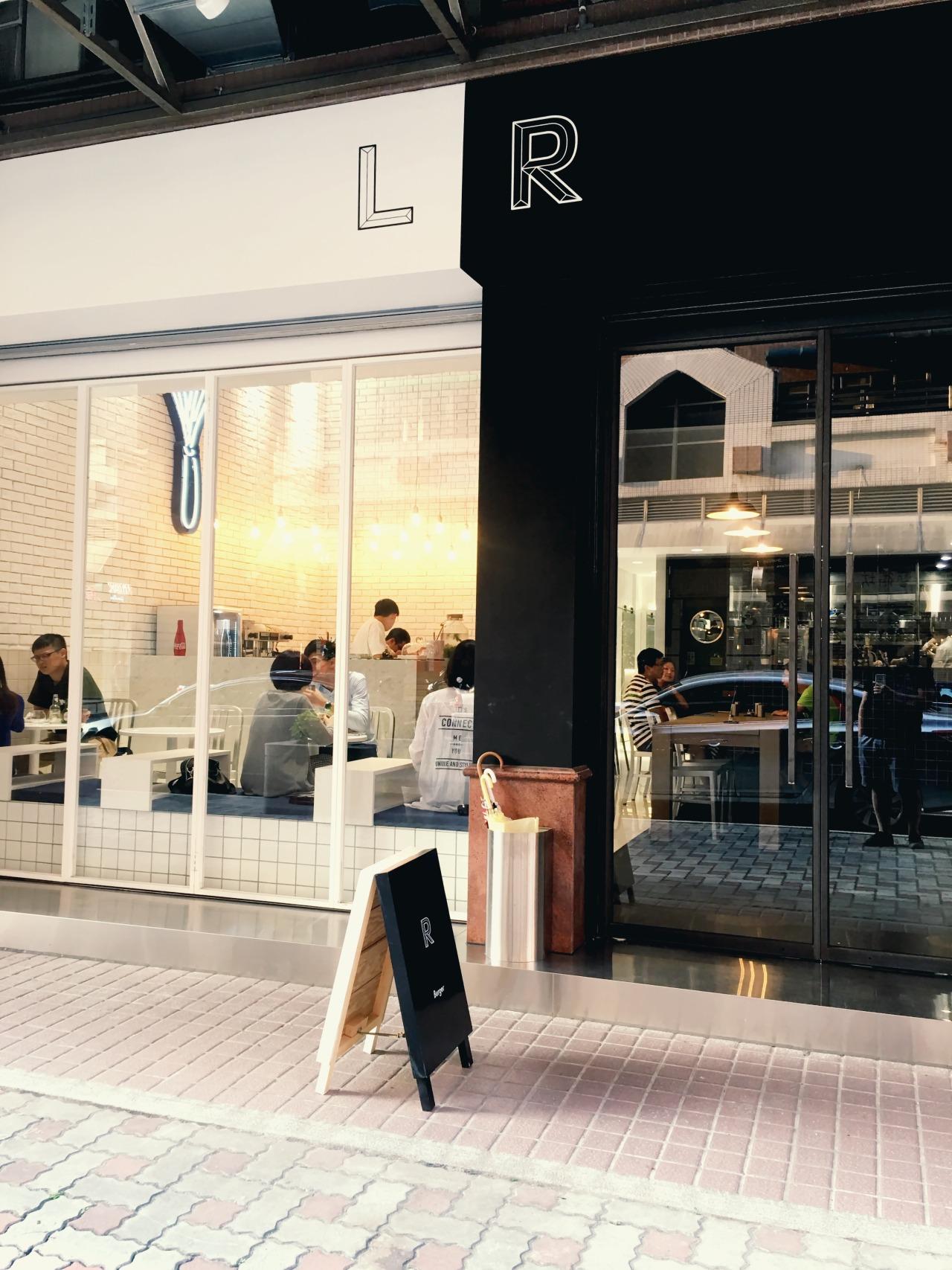 代表夫人 — 【桃園中壢】RL #新開店:黑與白簡約時尚空間X法式甜點與手作漢堡