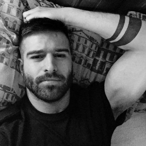 hoscos:  I open doors to casual dating @ryanchadwick37 1