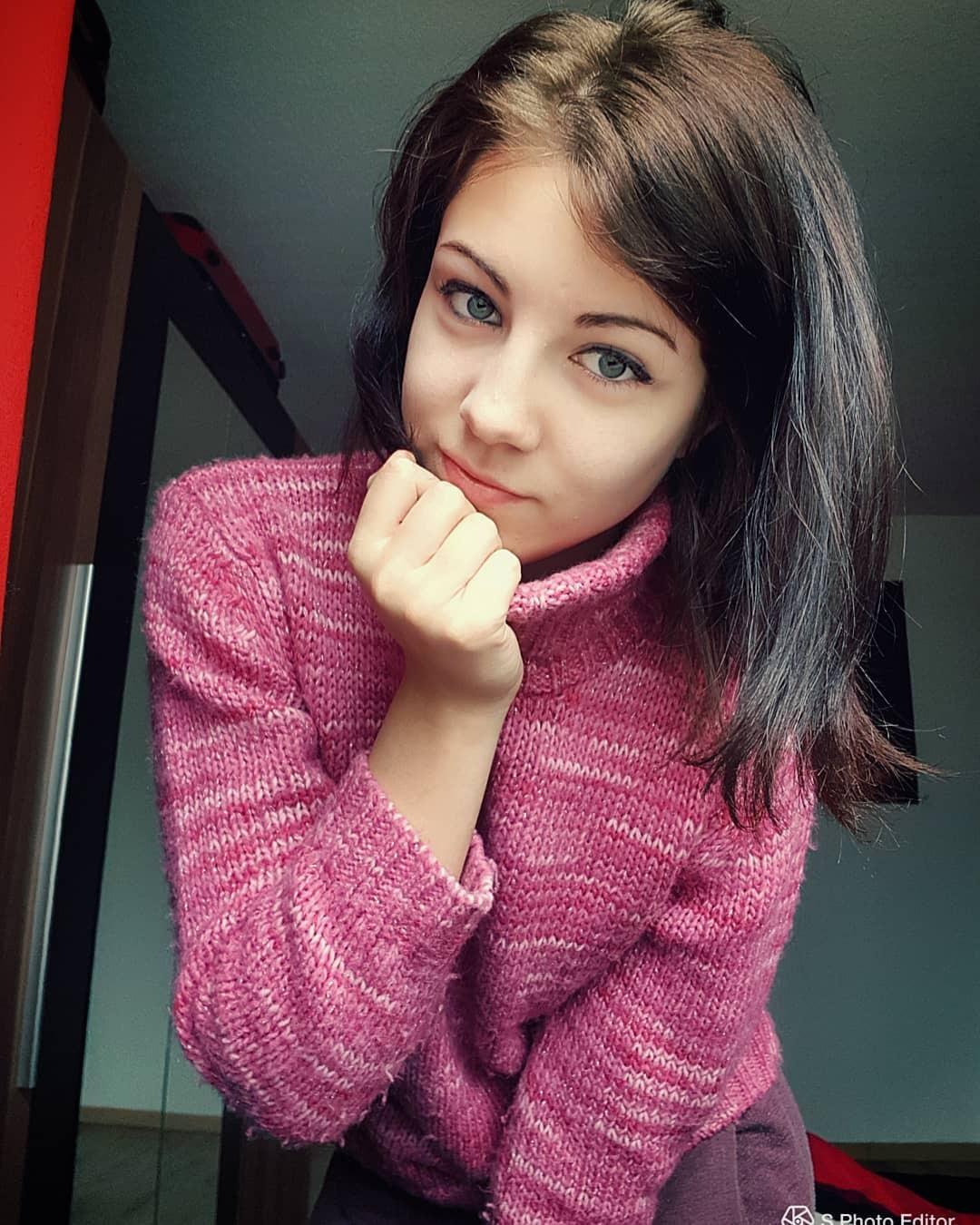 Fille Brune Au Yeux Bleu : fille, brune, Brune, Bleus