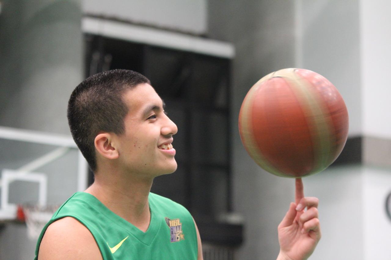 王承文 — ALL LEFTY TEAM HBL—高中籃球的左手大軍