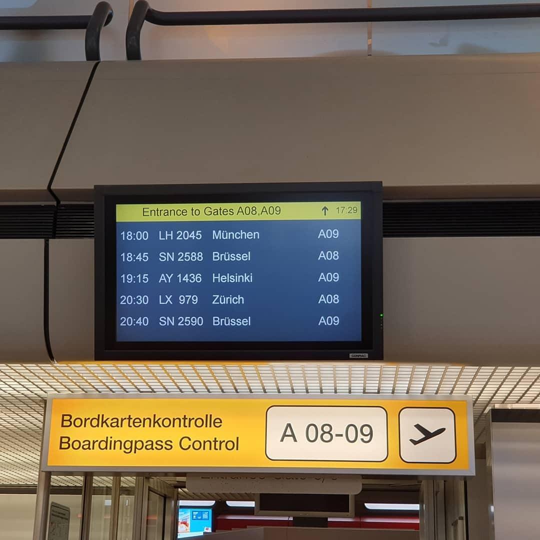 無事に空港チェックイン。 (Berlin Airport - SXF & TXL)https://www.instagram.com/p/B2Mg-mrgb5-/?igshid=1442bvktgtzfg