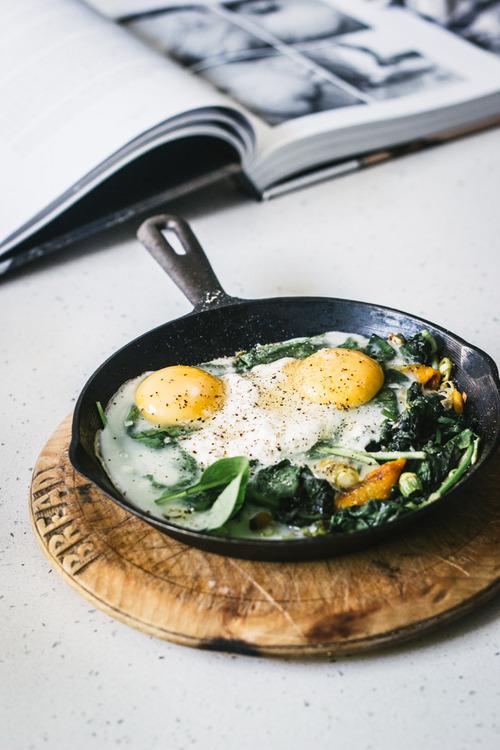 alimentazione post yoga: uova con verdure