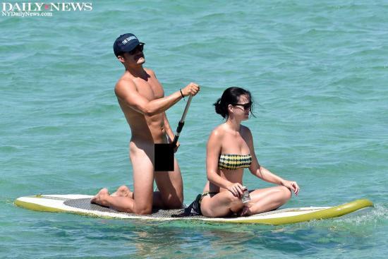 Orlando e Katy na praia da Sardinia