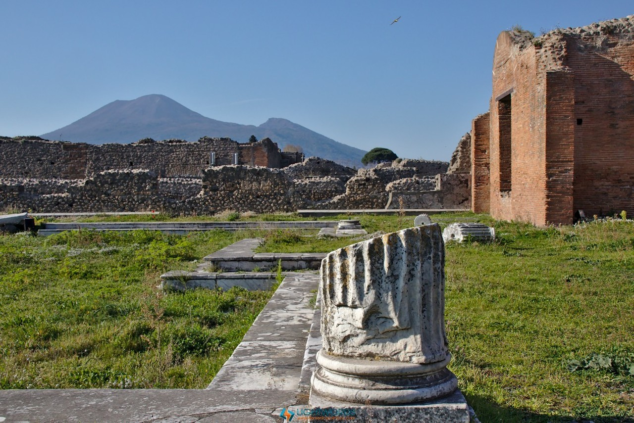 Pompei: la cittàdormienteHa un fascino tutto suo Pompei, con le lupanare a due passi dalla Madonna, dove la Città non è stata...